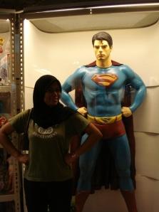 ada hati nak berlagak superman!