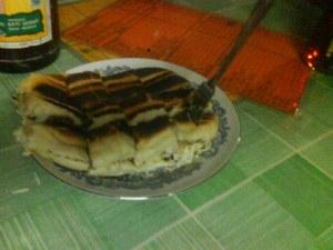 roti bakar coklat keju...nampak tak keaslian roti yang dipanggang atas pemanggang, panggang atas api [real], and the cheese..yummy~