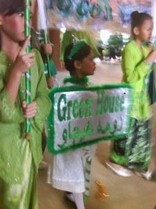 Uyun bawa sepanduk rumah hijau...