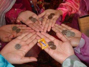 duit syling dan gula2 yang kami dapat hasil dari kutipan upacara amboi-amboi.yeay!